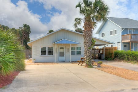 Quaint NSB cottage steps from the beach & Flagler