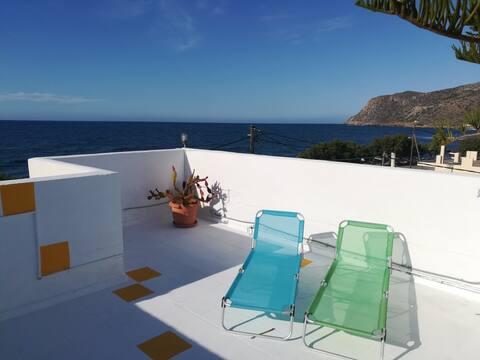 Quiet studio with great sea view, sunset balcony