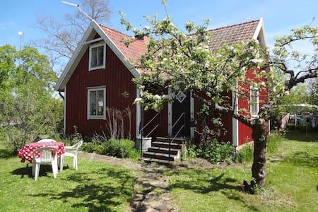 Lovely Cottage for 4 people - Färjestaden