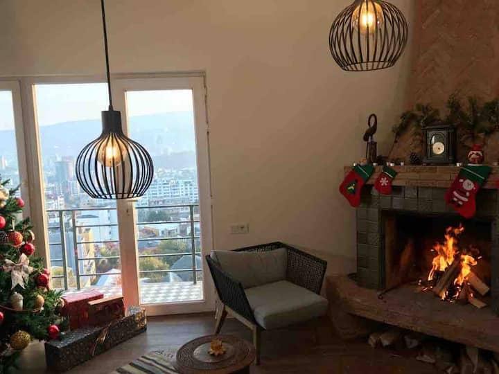✺Artsy loft +intimacy of fireplace+stunning views✺
