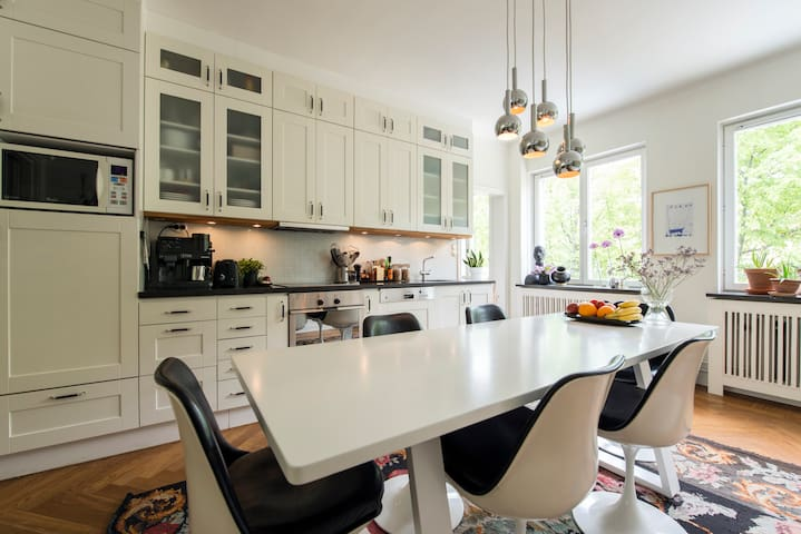 The kitchen is fully equipt and you can easily sit 8 people around the dining table.