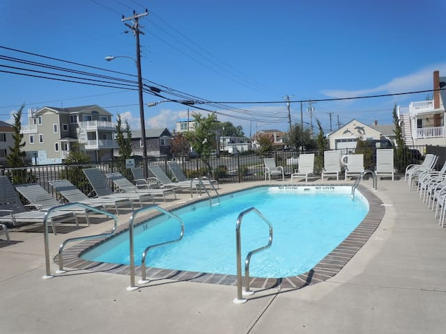 Amazing 2 BR, 1.5 Bath LBI Condo w/POOL! - Ship Bottom - Condo