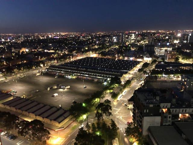 ★ CBD Apt Stunning View Best location Free Tram