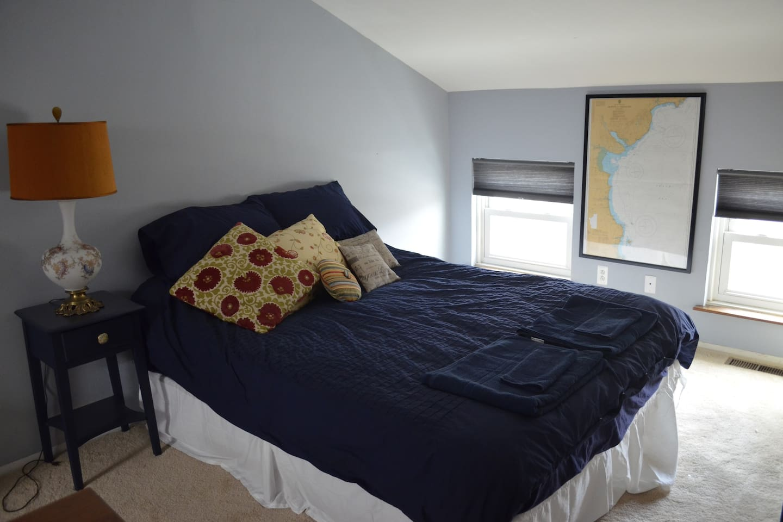 Queen-Size Bed on Private Floor with En-Suite.