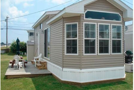 East Matunuck cottage walking distance to beach! - South Kingstown - Haus