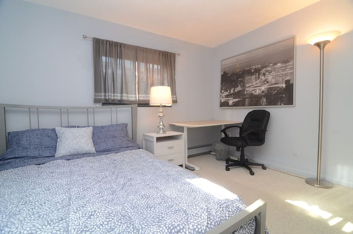 2 Bedrooms with Free Parking near BU & BC