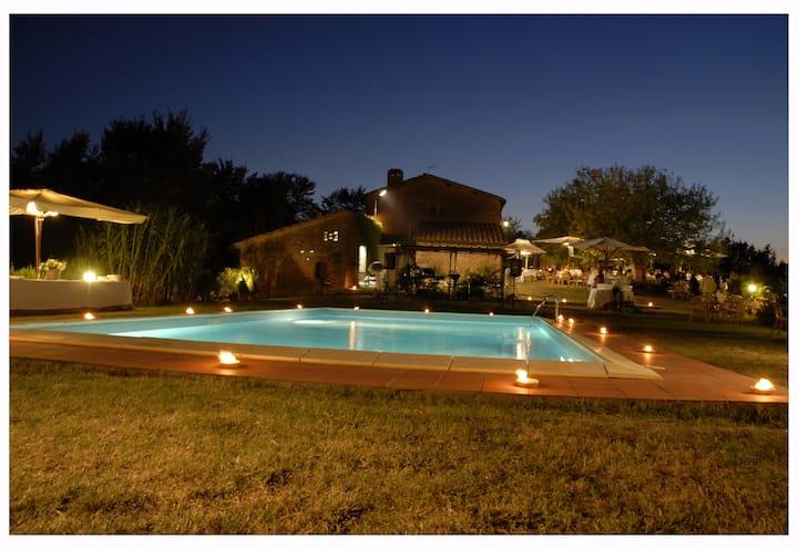 Tuscany Villa -4pax, in Farm,Siena AirCond-Pool