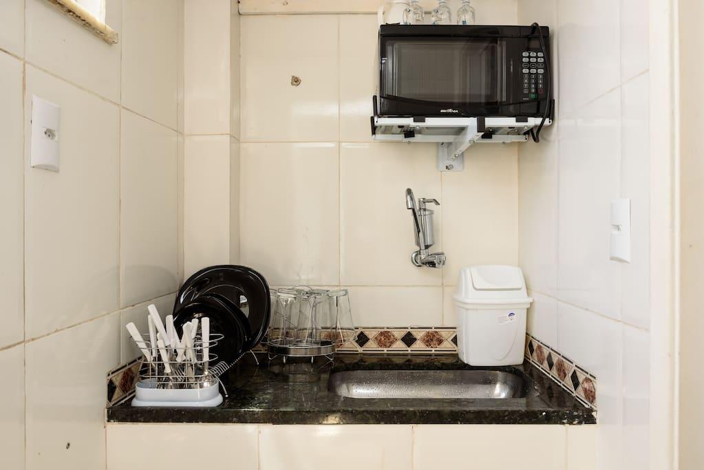 Cozinha com forno microondas