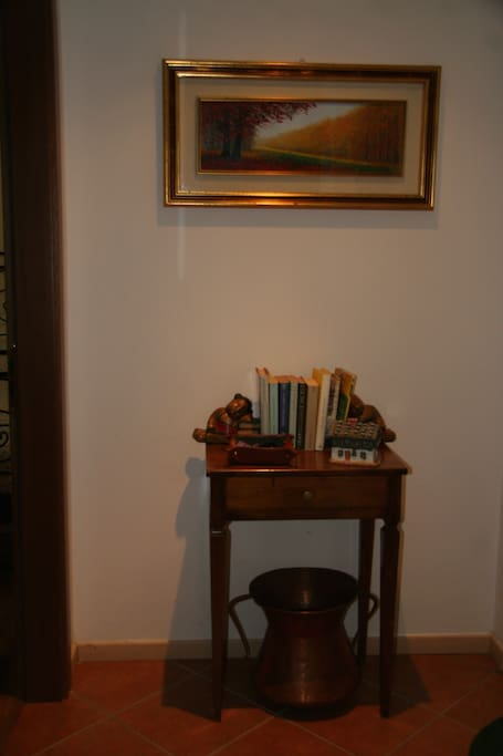 Entrance and reading corner ...