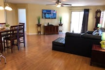 Charming 3 BR/2BA Pool and Hot Tub Mountain View