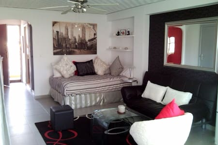 Charming renovated studio - Calp - Apartment