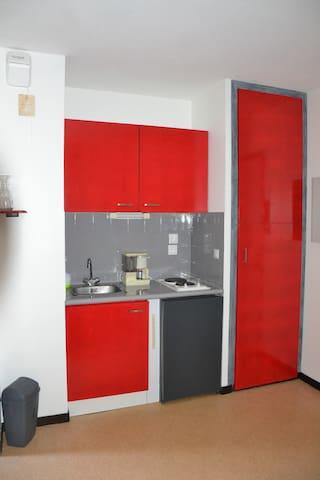STUDIO calme, parking couvert privé - Pau - Wohnung