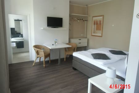5 mal modernes Apartment mit Küche