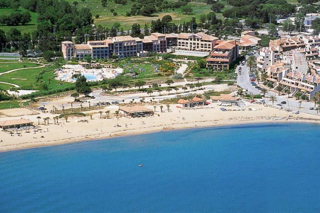 Studio vue mer avec piscine lagon et tennis condominiums for Aspirateur piscine geant casino