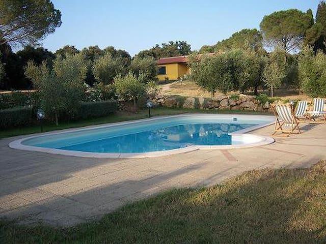 Villetta con piscina a Bibbona - Bibbona - Huis