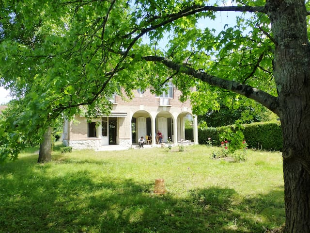 Great room close to the center - Moissac