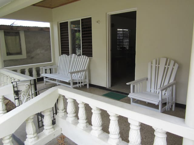 Porty Hostel  your home in Jamaica - Port Antonio - House