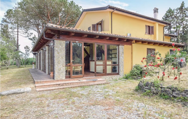 Holiday cottage with 6 bedrooms on 250m² in Camini