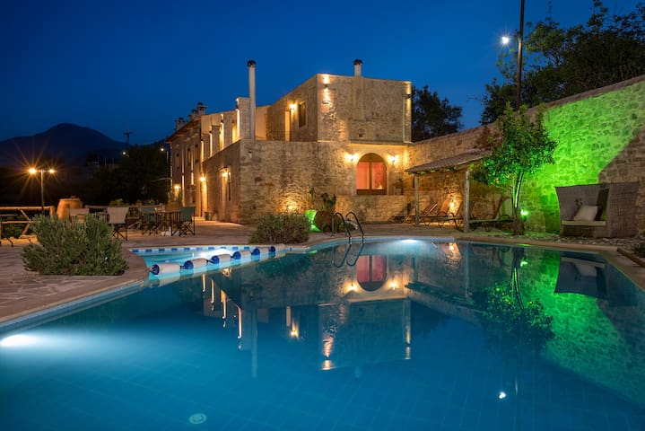 Out of the Ordinary in Inner Crete, Villa Zouridi! - Rethymnon - Huvila