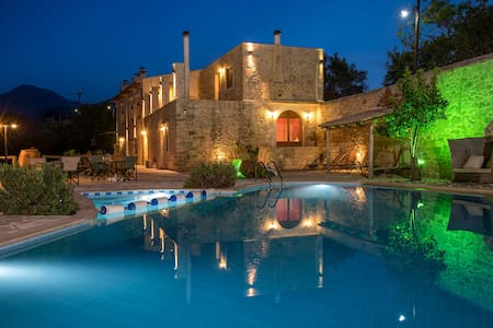 Out of the Ordinary in Inner Crete, Villa Zouridi! - Rethimnon - Vila