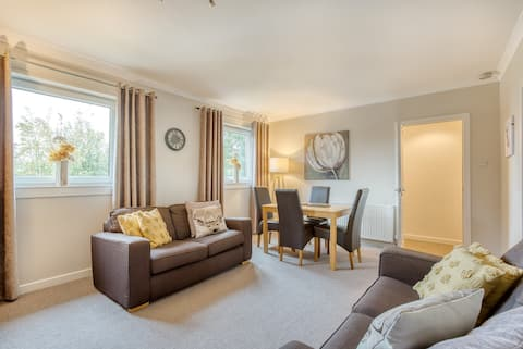 Charming cottage flat with parking
