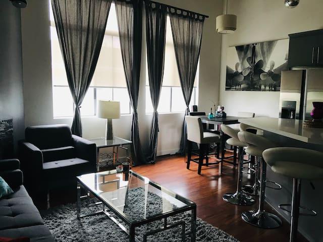 Beautiful Room & private bath - Close to LAX