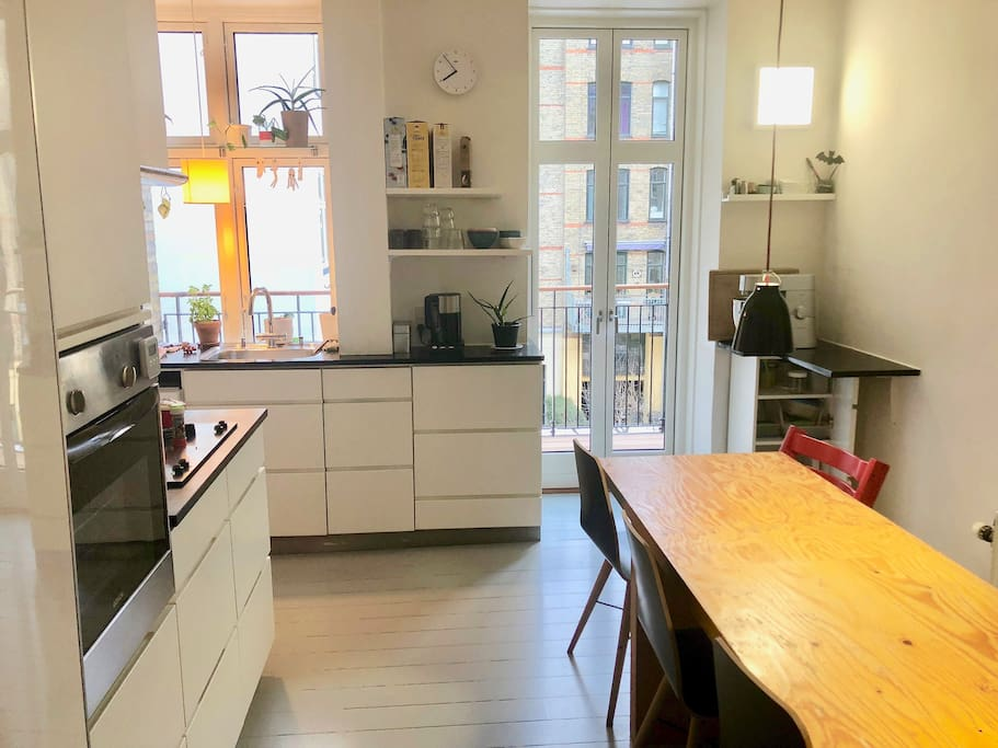 Big, cosy kitchen with all the commodities, dining table (room for 8) and a balcony.