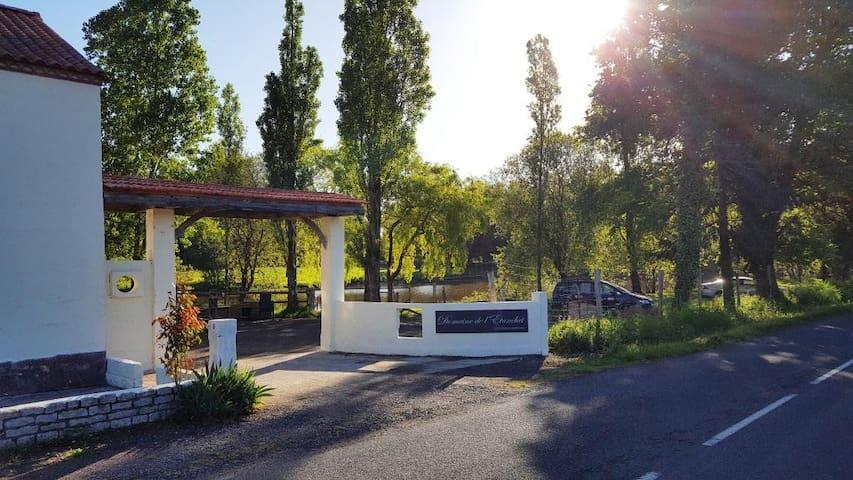 Gîte 240m2, proche Puy du Fou - Saint-Hilaire-le-Vouhis - Bed & Breakfast