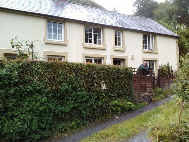 Glanrhyd Welsh country cottage.