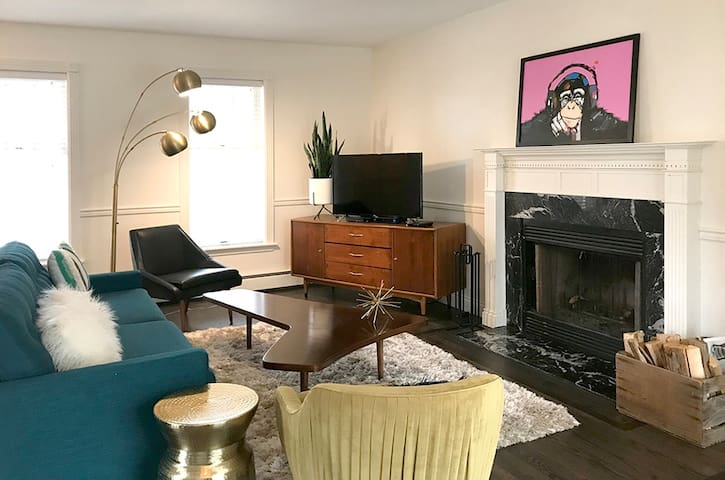 Mid-Century Charmer on the Hill