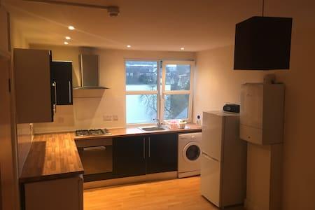 SERVICED 1 Bed Apartment SOUTH CROYDON Brighton Rd - South Croydon - Pis