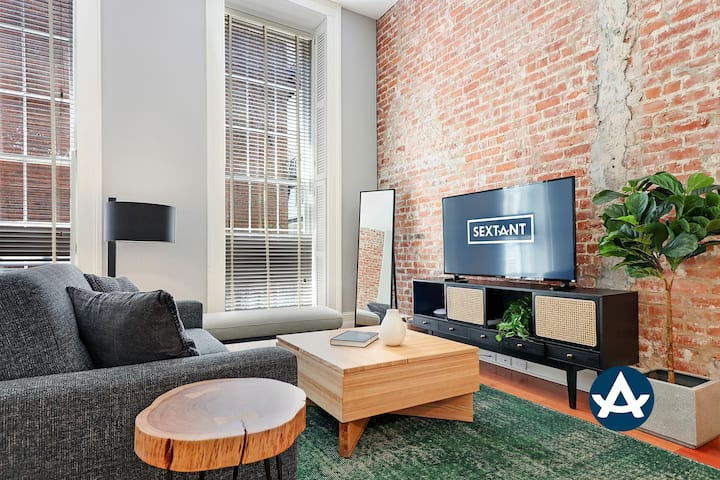 Sextant | Factors Row | 2 bed 2 bath #212 | Balcony | 4 Blocks to Bourbon St