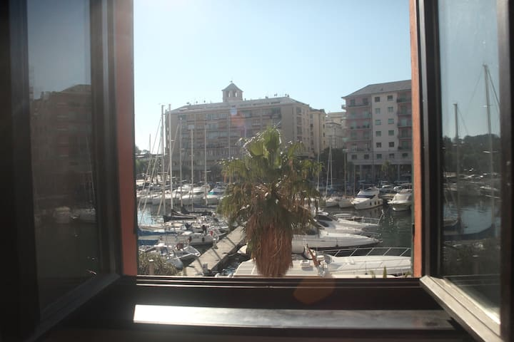 Vecchia darsena, accanto terminal crociere - Savona - Byt