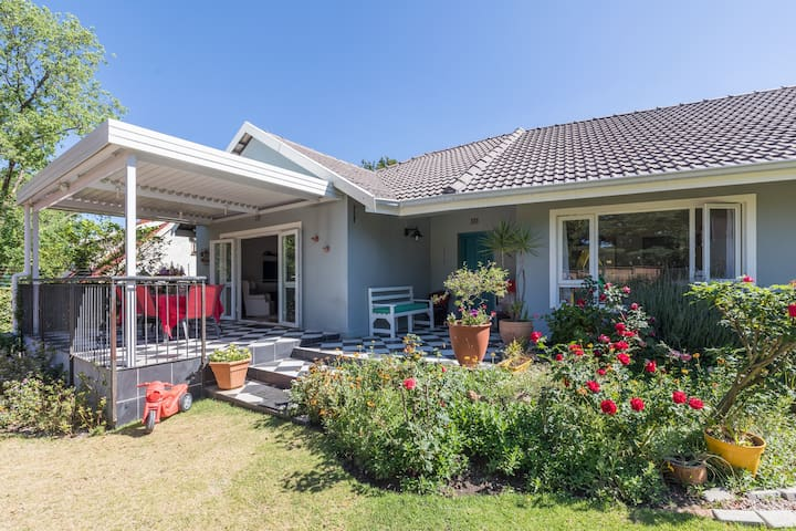 Child friendly home with jungle gym in Blairgowrie