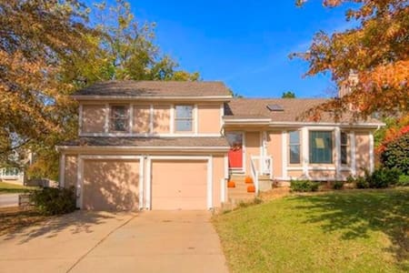 Spacious comfort close to highway and restaurants - Olathe - Talo