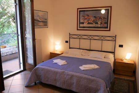 Casa Silvana a Garda, appartamento con piscina.