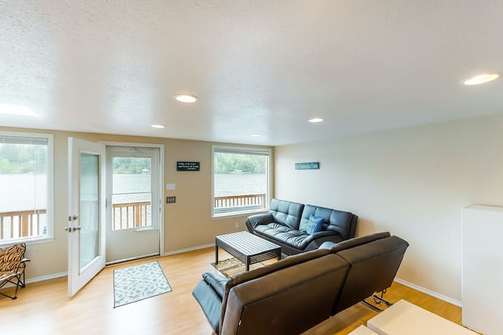 New listing! Secluded, lakefront getaway w/ a full kitchen & furnished deck