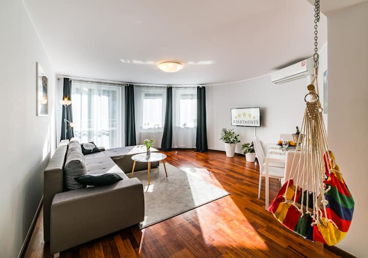 Old Town - Deluxe 2 bedrooms Apartment
