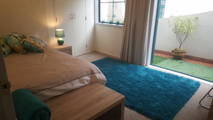 Spacious Room in the Inner-City Hub (Courtenay Pl)