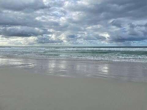 Sea La Vie - The Pearl in Pearly Beach. Sea views!