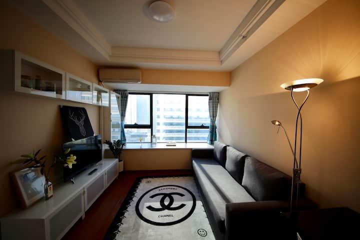 208厚街万达soho公寓酒店现代简约几何主义大飘窗城景观湖套房