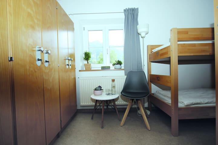 Bett im 6-Bett-Zimmer at Berg Blick Hostel