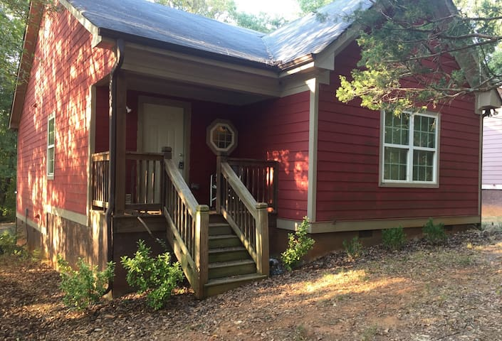 3 bedroom, 3 bath house close to downtown and UGA