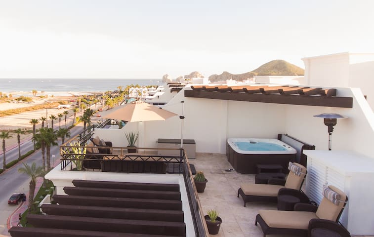 Luxurious Ocean View Penthouse W/Private Jacuzzi