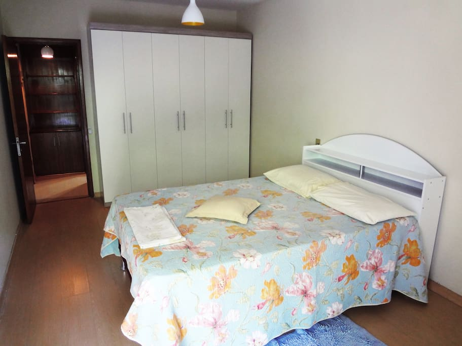 Bedroom with queen size bed - air conditioning