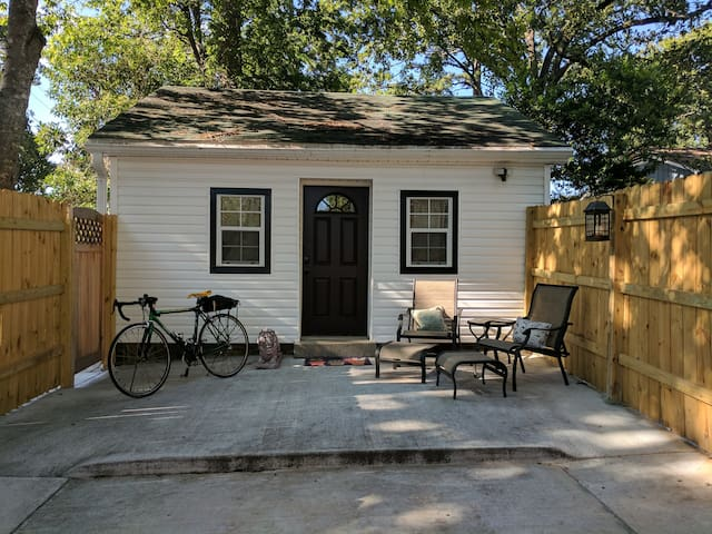 Wee Goblin Cottage - No cleaning fee, loaner bikes