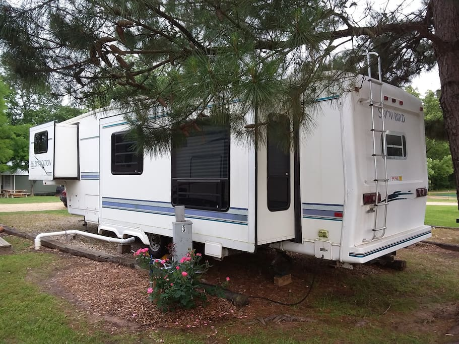 34' Snow Bird Select Edition 5th Wheel w/3 slides! Come Kickback and Relax!