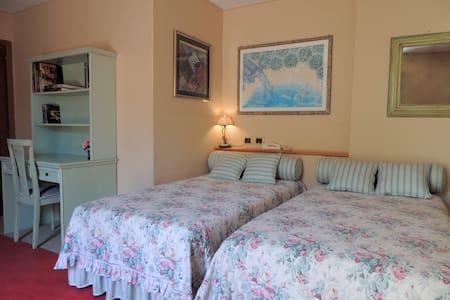Ampia stanza con bagno e giardino! - Prato
