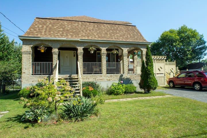 Maison près du Lac Deux-Montagnes. - Sainte-Marthe-sur-le-Lac - Huis