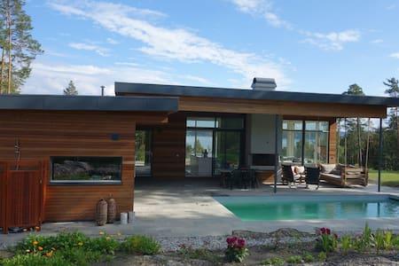 Dream house with pool on island - Bærum - Blockhütte